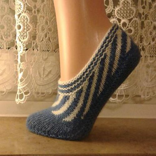 Free Knitting Pattern For Slipper Socks : 20+ DIY Slipper Knitting Patterns