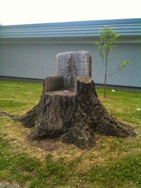 20 recycle old tree stump ideas page 3 of 3 for Tall tree stump ideas