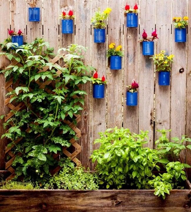 30+ Cool Garden Fence Decoration Ideas