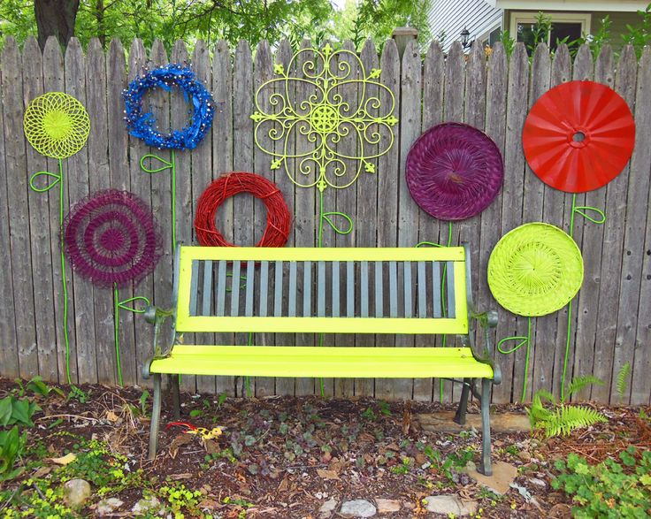 30 cool garden fence decoration ideas page 3 of 5 for Ideas to decorate outdoor fence