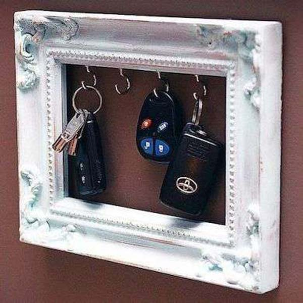 DIY Key Holder of Old Picture Frame