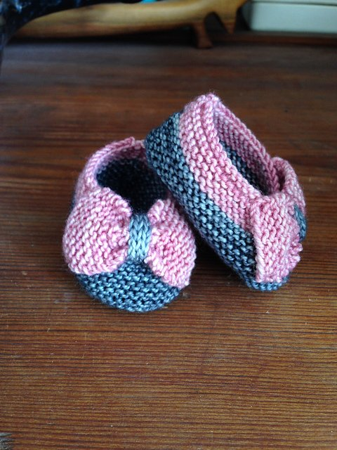 Mitten Knitting Patterns For Beginners : 40 + Knit Baby Booties with Pattern