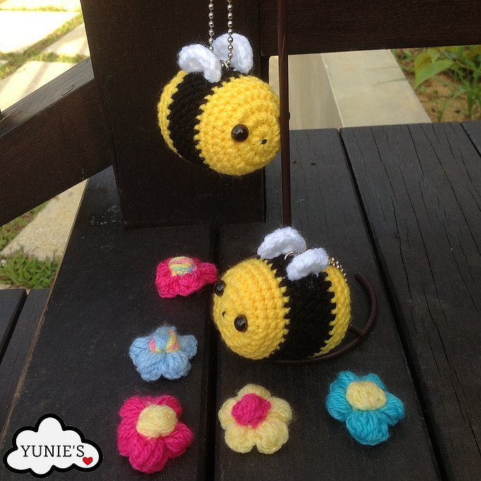 Free Crochet Bee Pattern - Grace and Yarn | 681x681