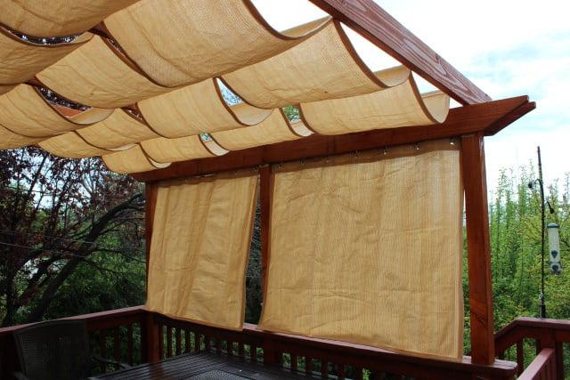 10 Creative DIY Outdoor Shady Space Ideas----DIY Fabric Retractable shade for a pergola
