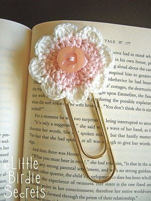 Eight-Petal Flower Bookmark Free Crochet Pattern