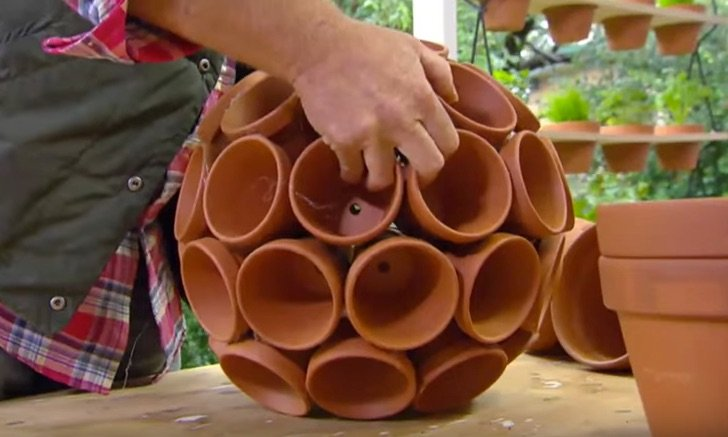 Genius Planter Idea To Add Something Interesting To Your Backyard.This is a really clever planter for planting multiple plants together. Once the plants are in all of these clay pots, they look magnificent!