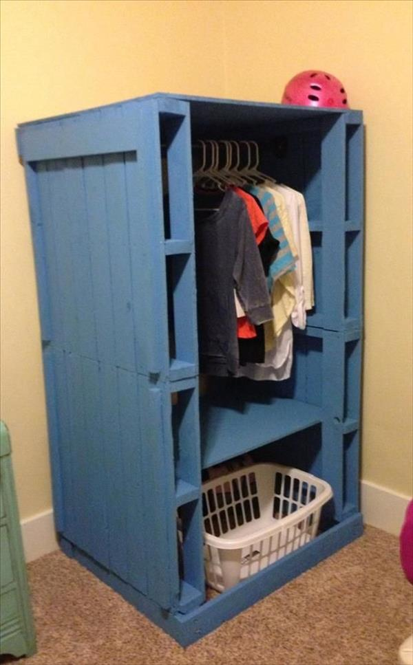 Pallet Closet : Pallet Wardrobe