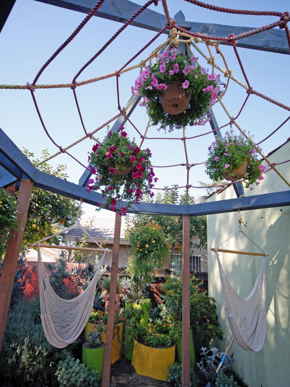10 Creative DIY Outdoor Shady Space Ideas----Spider Web-Inspired Shade