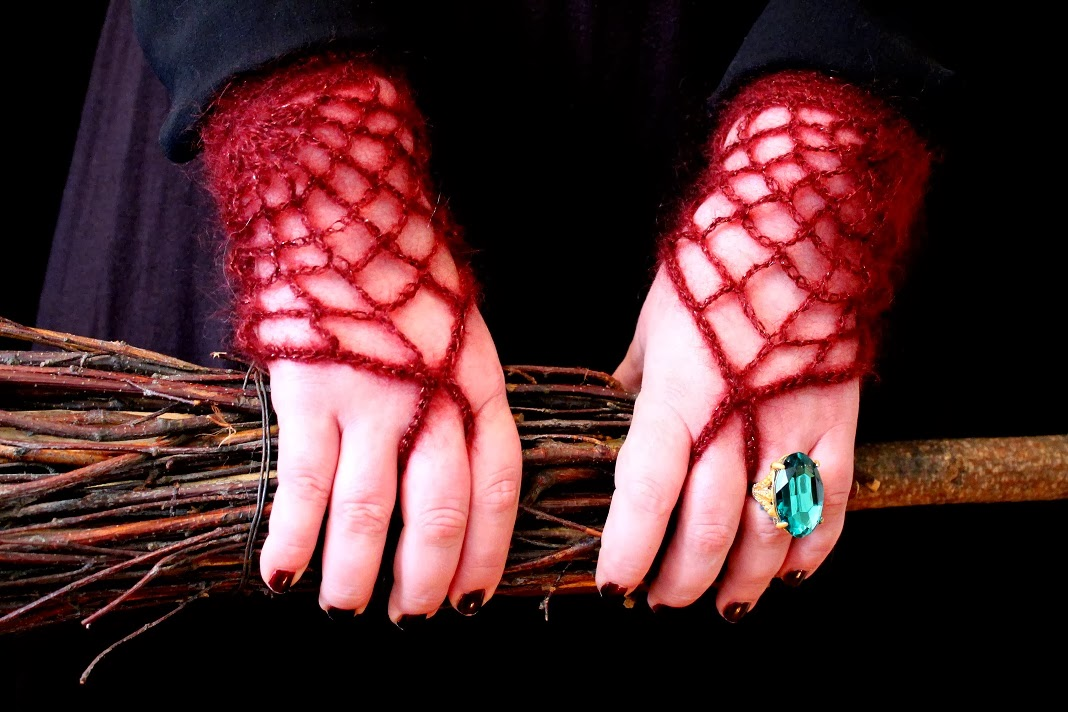 Morticia Spider Webs Gloves FREE Crochet Pattern