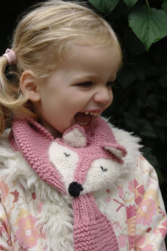 Knitting Pattern Fox Scarf : 10+ Keyhole Scarves and Shawl Knitting Patterns