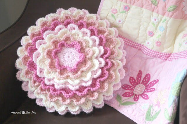 Blooming Flower Pillow FREE Crochet Pattern