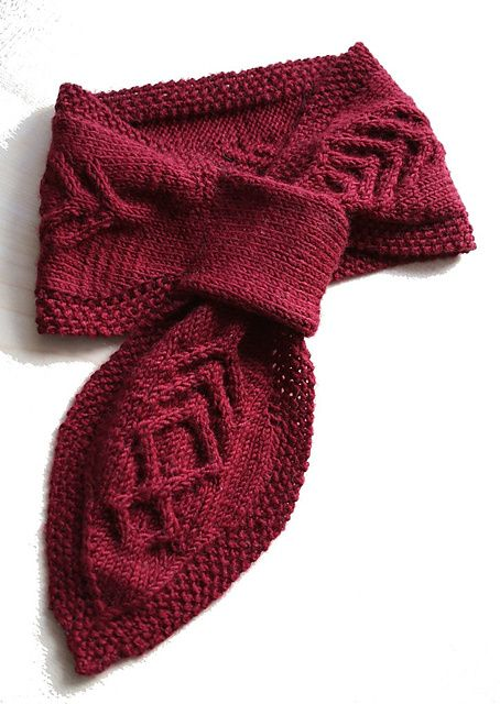 10 Keyhole Scarves And Shawl Knitting Patterns