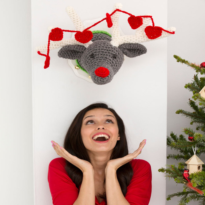 Reindeer Wall Plaque FREE Crochet Pattern