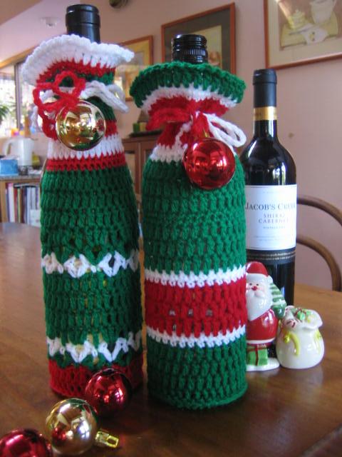 Free Crochet Pattern For Wine Bag : Holiday Wine Bottle Buddies Patterns