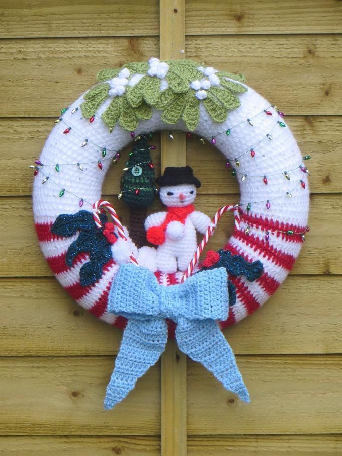 Pretty Crochet Christmas Wreath