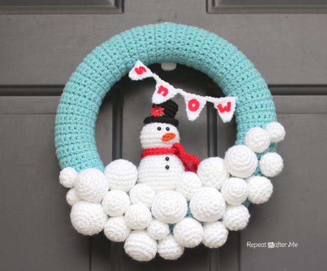 Snowball Christmas Wreath Free Crochet Pattern