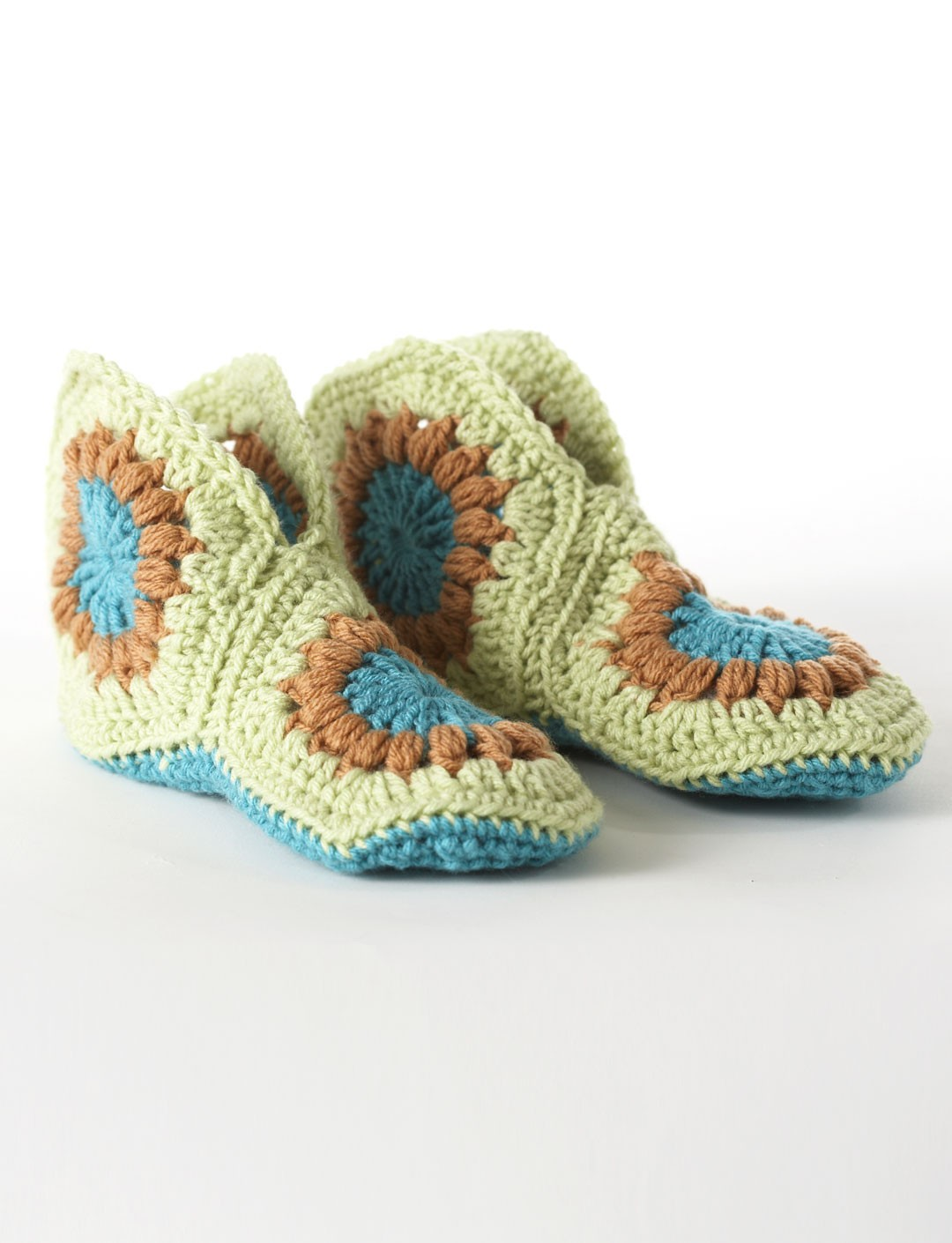 Easy Women\'s Granny Slippers Free Crochet Pattern and Video Tutorial ...