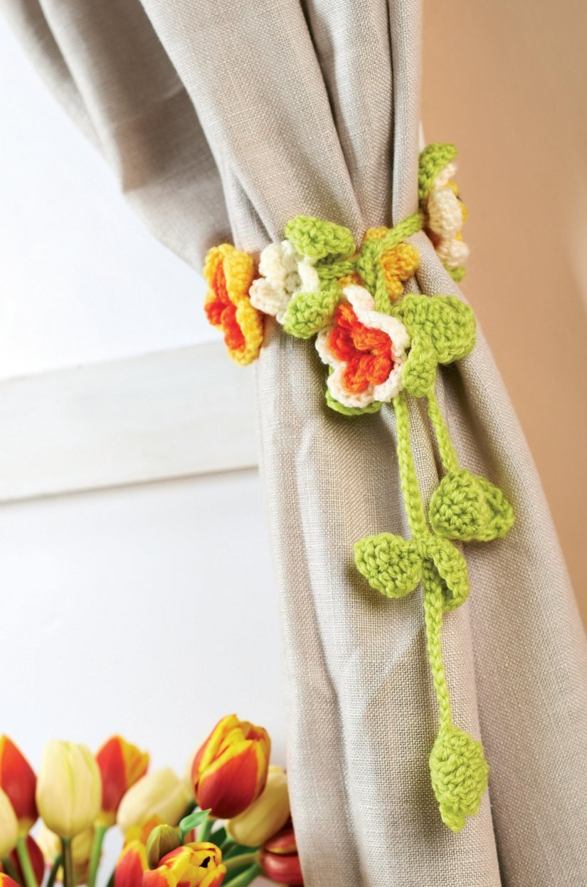 Free Crochet Pattern Flower Curtain : Flower Curtain Tie Back Free Crochet Patterns